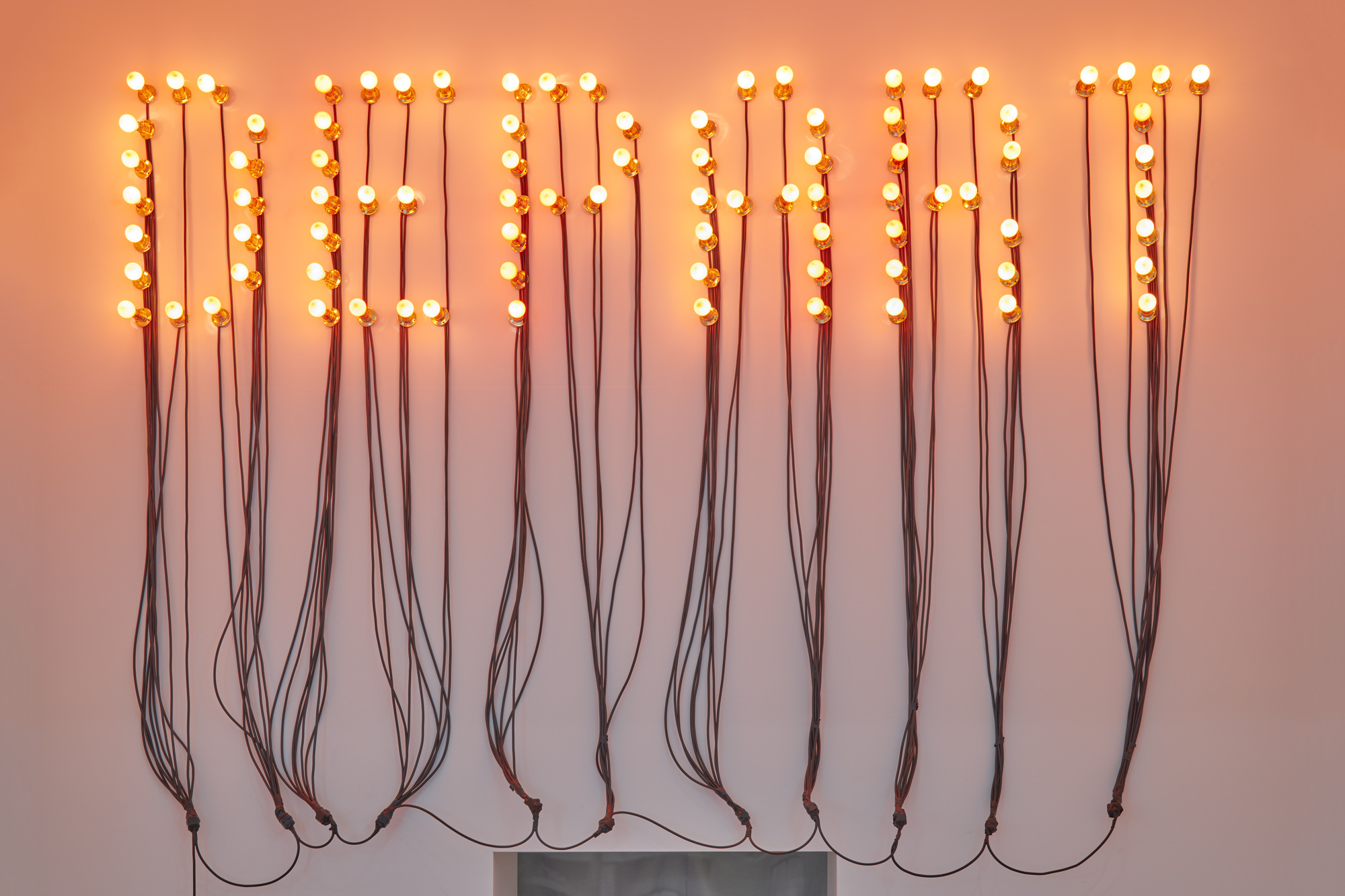 Départ (Departure), 2015 86 red light bulbs, electric wire