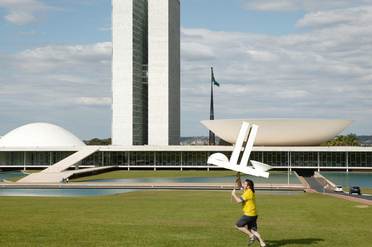 Jordi Colomer, Anarchitekton Brasilia (Parlamento), 2003. Courtesy of the artist and ADN Galeria