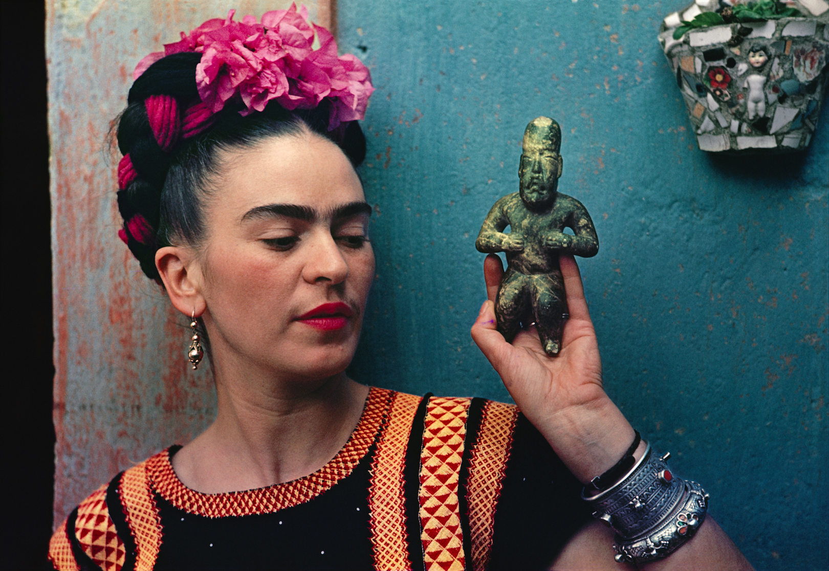 Frida Kahlo with Olmec figurine, 1939. Photograph Nickolas Muray. © Nickolas Muray Photo Archives