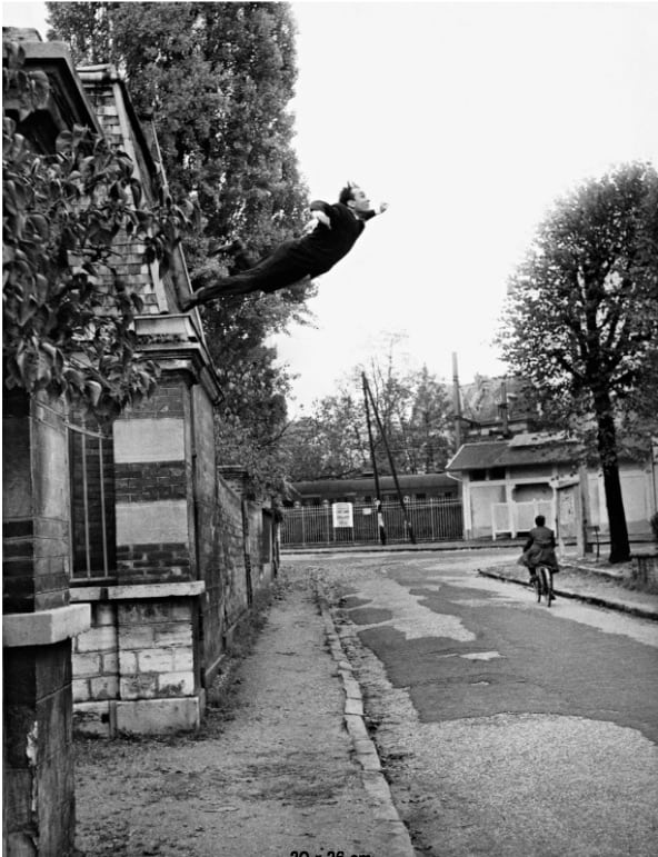 Yves Klein, Saut dans le Vide, 1960 © the estate Yves Klein c/o ADAGP, Paris, Copyright Photo Collaboration Harry Shunk and Janos Kender, © J.Paul Getty Trust. The Getty Research Institute, Los Angeles