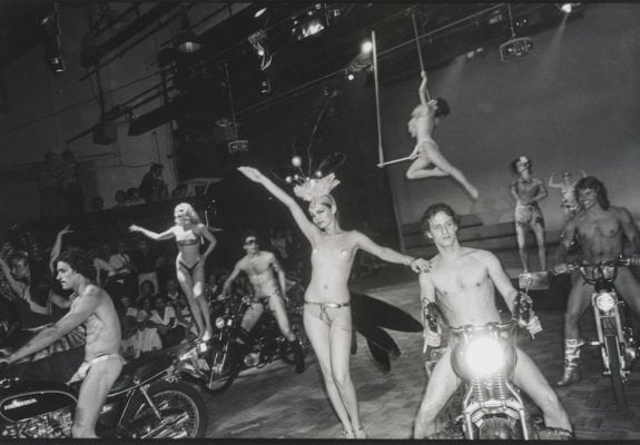 Peter Jackson of the Blue Angel choreographed a ballet for 30 mopeds © Sonia Moskowitz