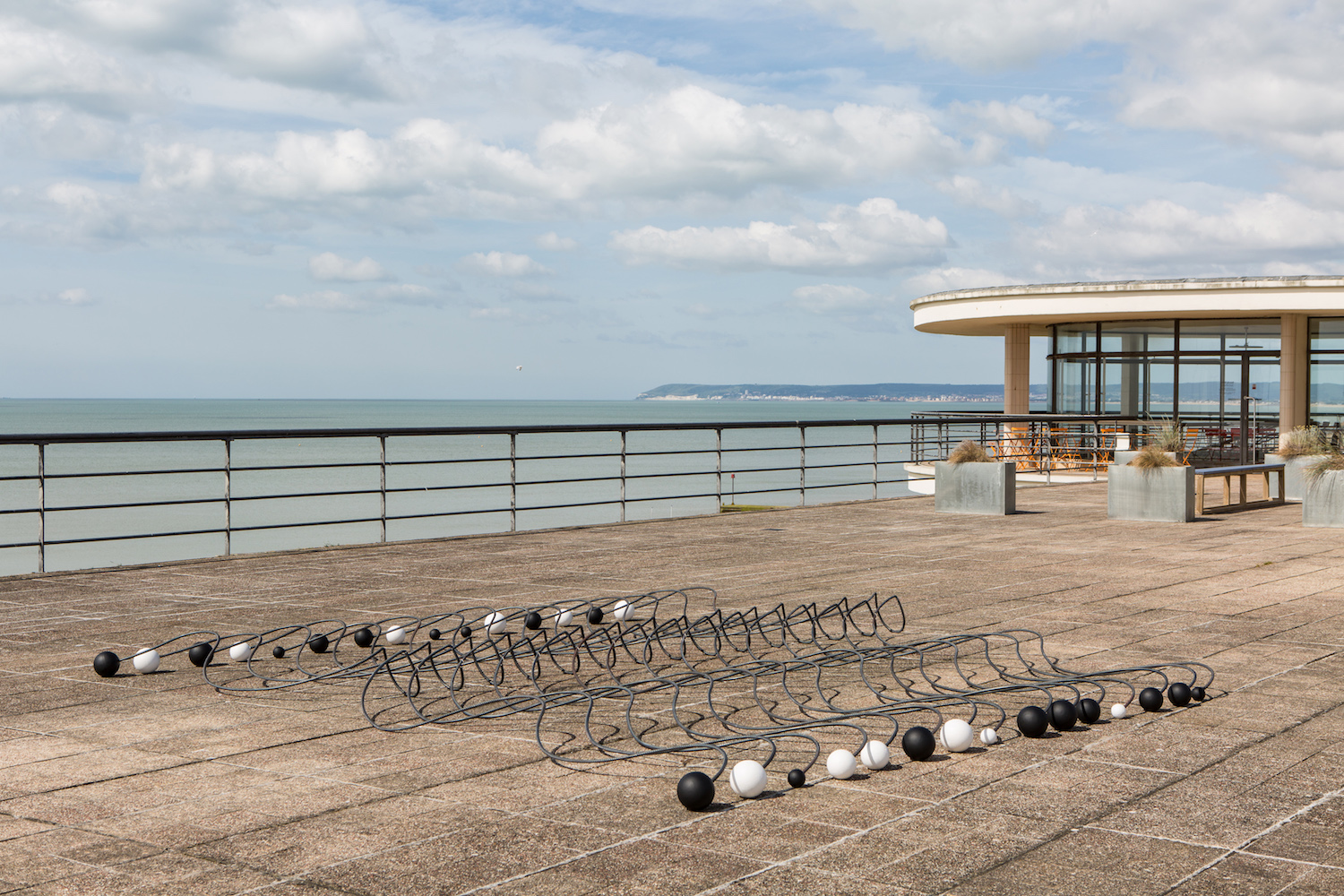 Installation view of 'Alison Wilding: Right Here and Out There' at the De La Warr Pavilion. Courtesy the artist and Karsten Schubert London. Photo © Rob Harris.