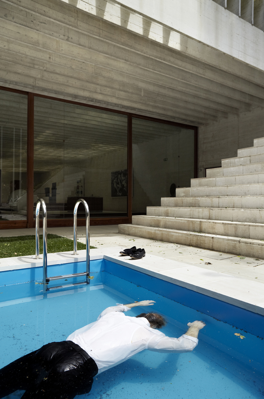 Death of a Collector, 2009. Swimming pool, silicone figure, rolex watch, pack of Marlboro cigarettes, clothing, shoes, 100 x 600 x 200 cm