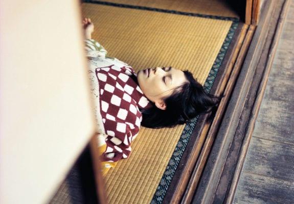 Izima Kaoru, Otsuka Nene Wears Tuzigahana #214, 1999. Courtesy the artist. © Izima Kaoru