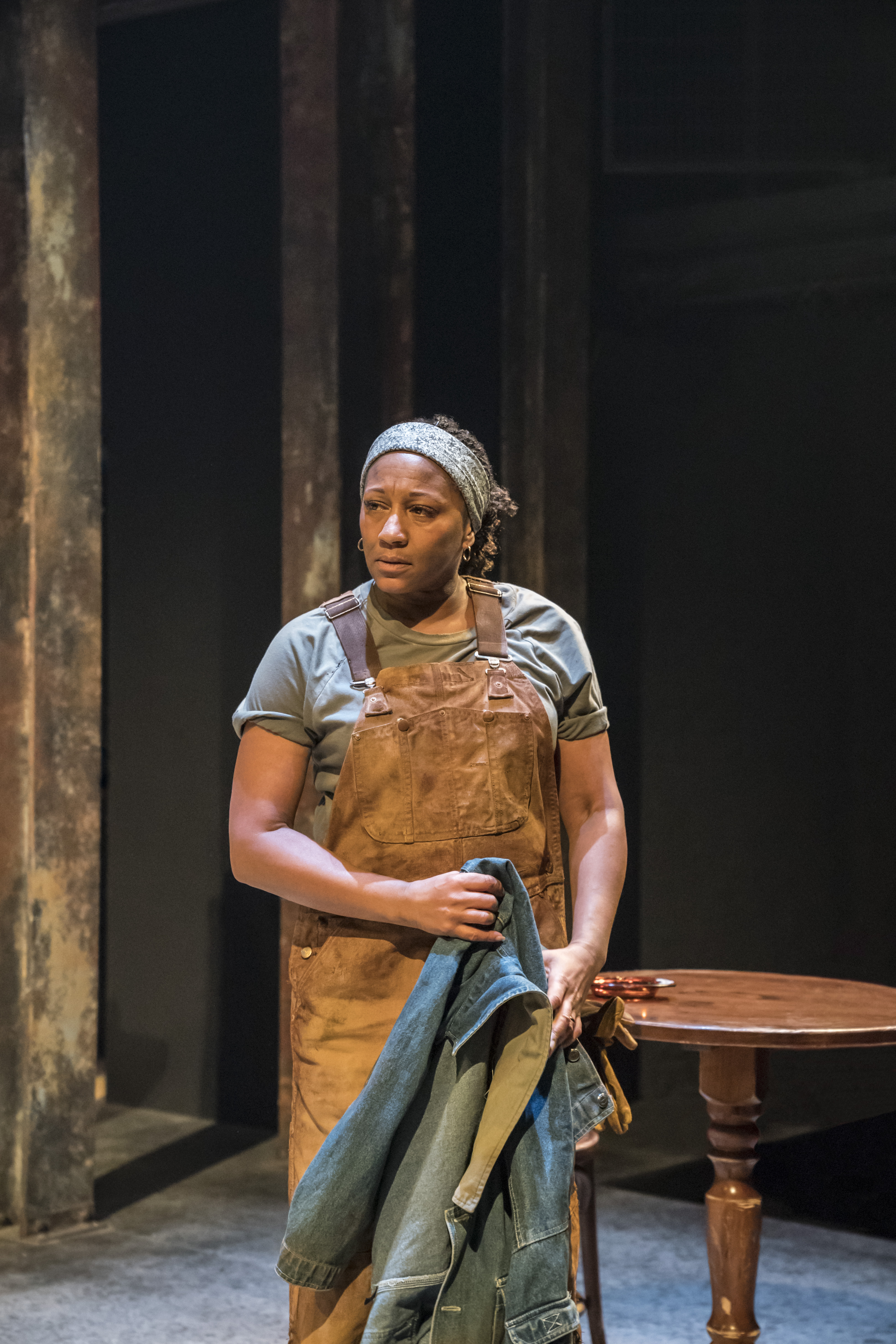 Clare Perkins (Cynthia) in Sweat at the Donmar Warehouse directed by Lynette Linton, designed by Frankie Bradshaw. Photo Johan Persson