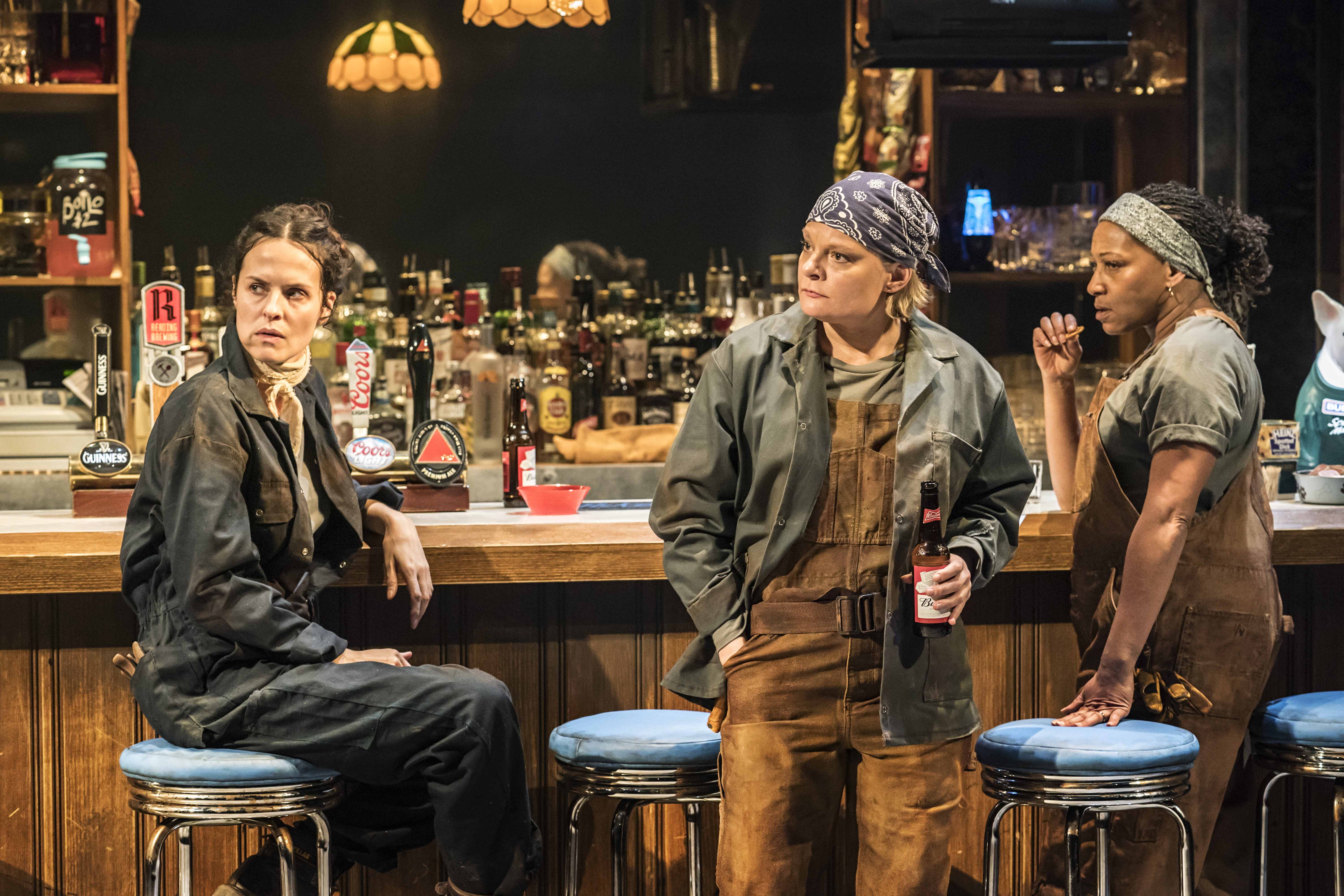 Leanne Best (Jessie), Martha Plimpton (Tracey), Clare Perkins (Cynthia) in Sweat at the Donmar Warehouse directed by Lynette Linton, designed by Frankie Bradshaw. Photo Johan Persson.