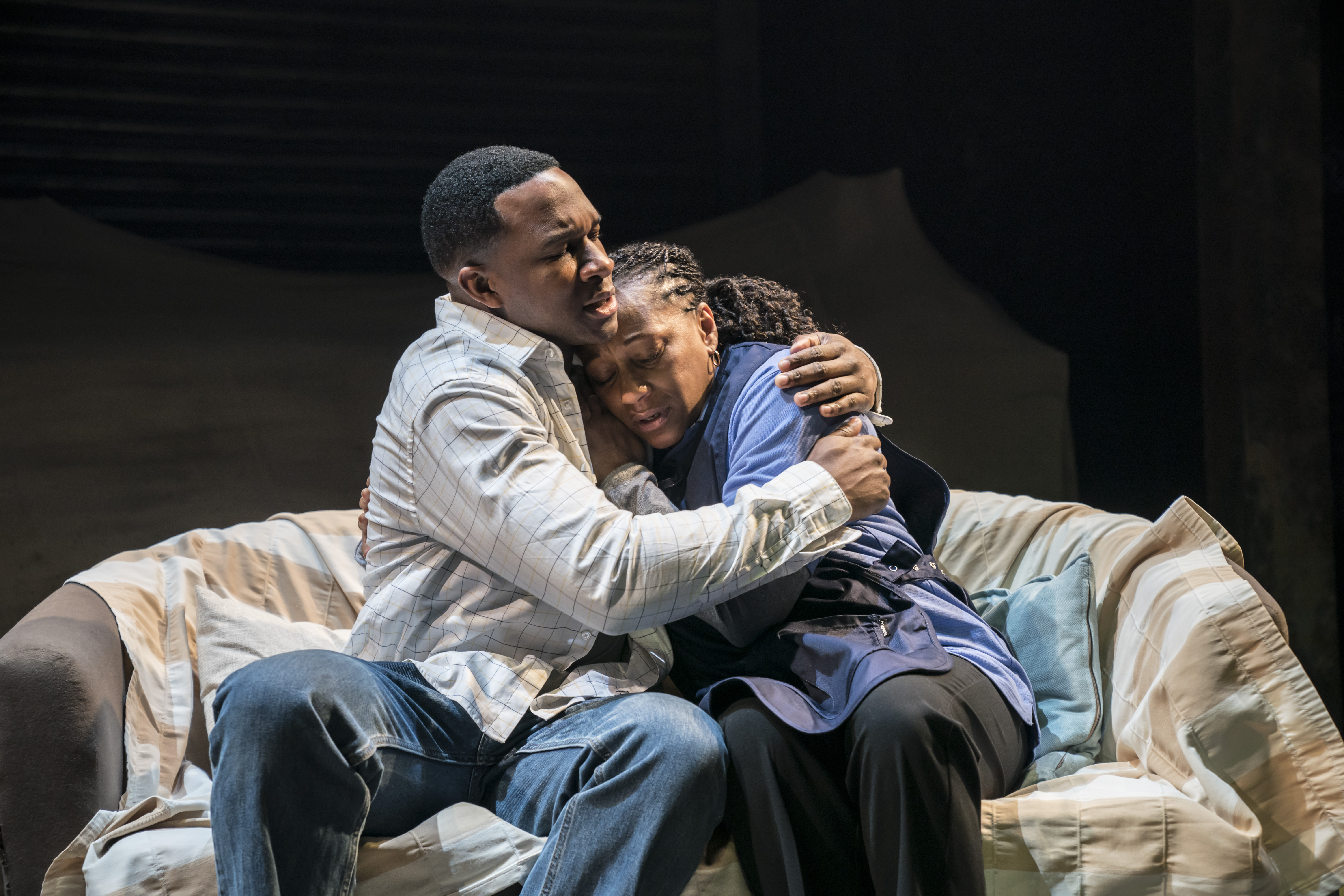 Osy Ikhile (Chris) and Clare Perkins (Cynthia) in Sweat at the Donmar Warehouse directed by Lynette Linton, designed by Frankie Bradshaw. Photo Johan Persson
