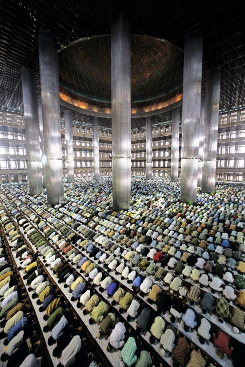 Pg. 72 AHMAD ZAMRONI Muslims at prayer, Jakarta. 2007