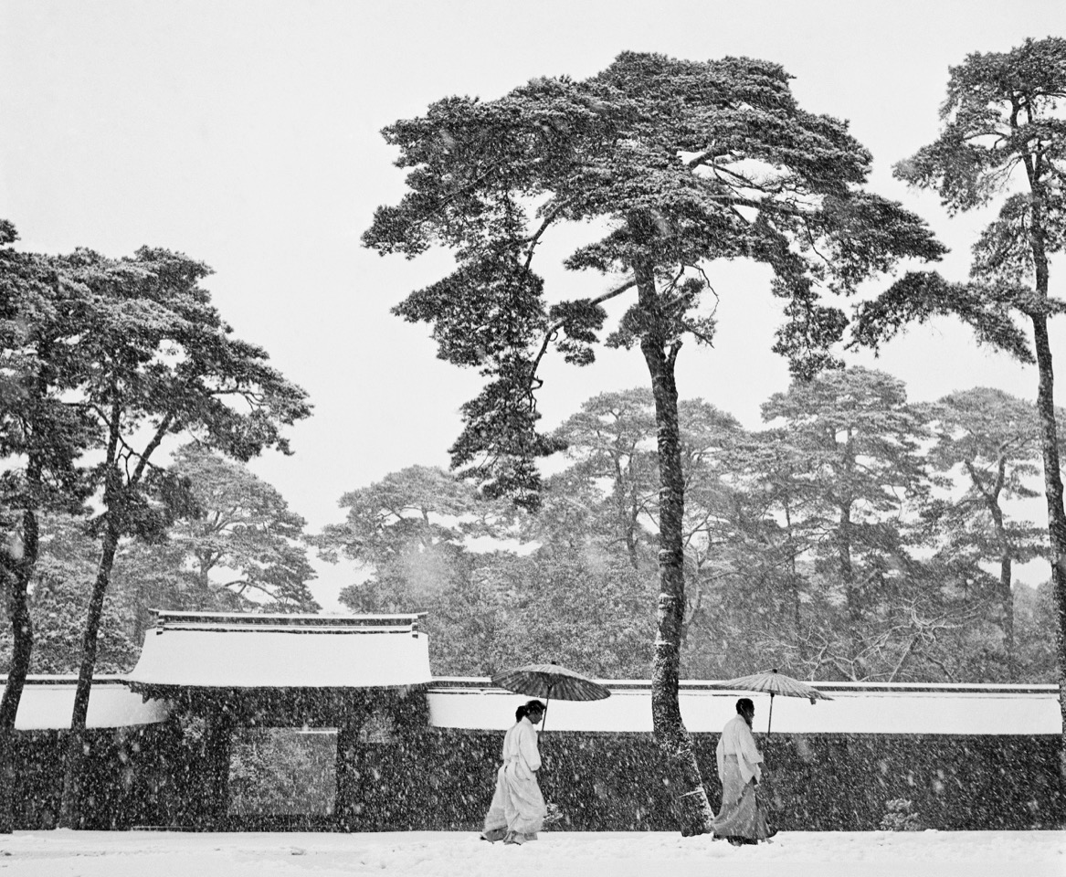 Werner Bischof, Snow Meiji Shrine. Courtesy Bildhalle