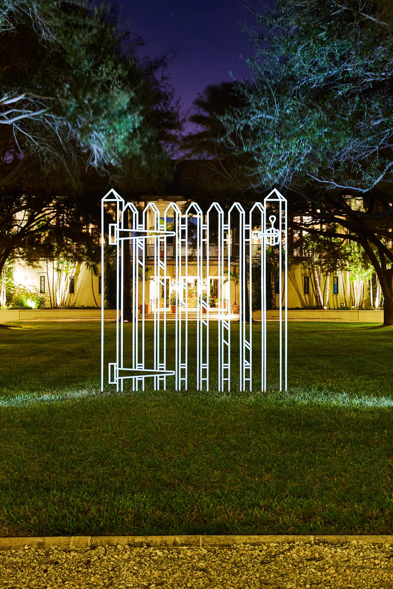 Gate (white), 2011, © Michael Craig-Martin Courtesy of the artist and Gagosian Photo: Aric Attas