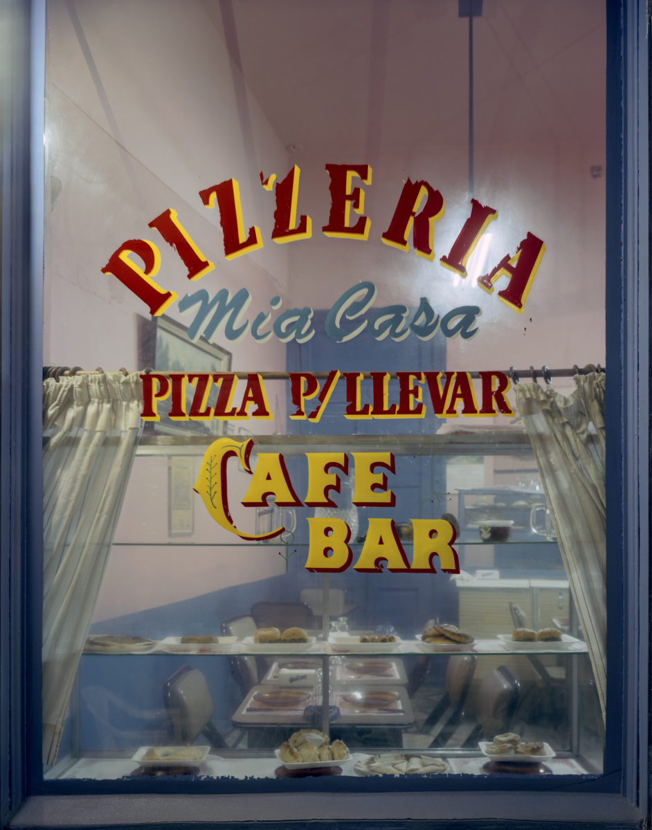 Jim Dow, Window at Pizzeria Mia Casa, Buenos Aires, Argentina, 1999. Courtesy the artist