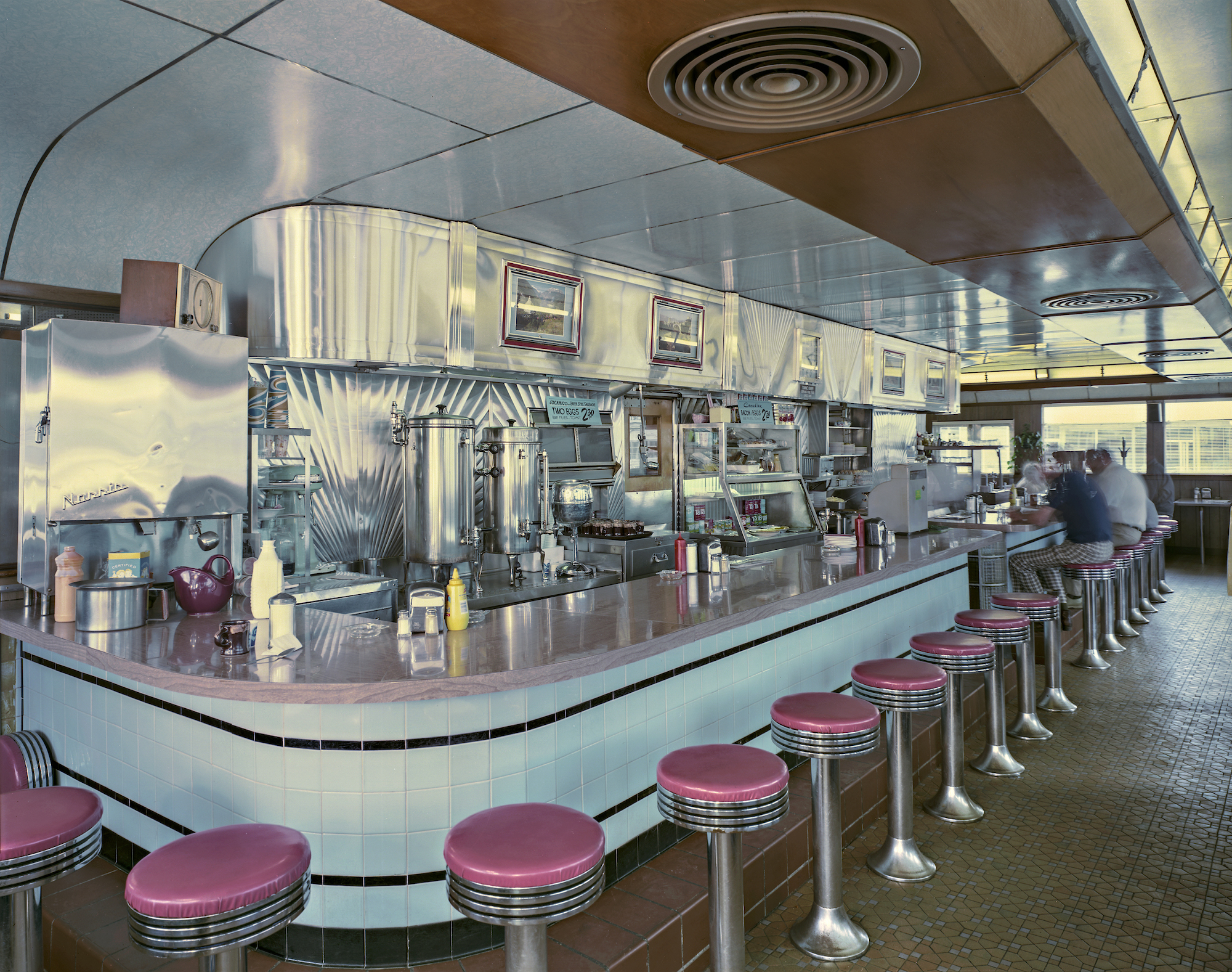 Jim Dow, The Town Diner interior, US 20, Watertown, Massachusetts, 1979. Courtesy the artist