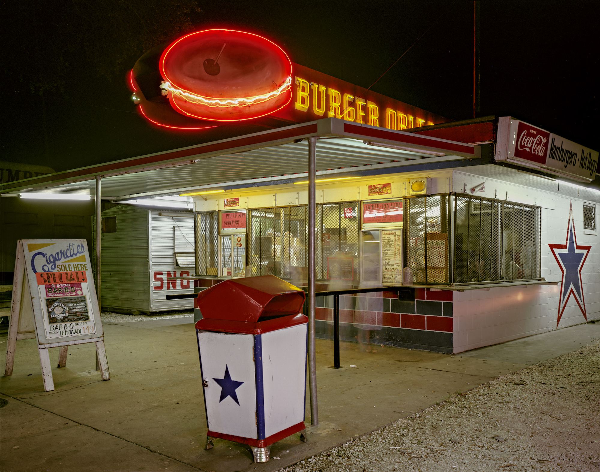 Jim Dow, Burger Orleans Drive-In at Night. LA 46, New Orleans, Louisiana, 1980. Courtesy the artist