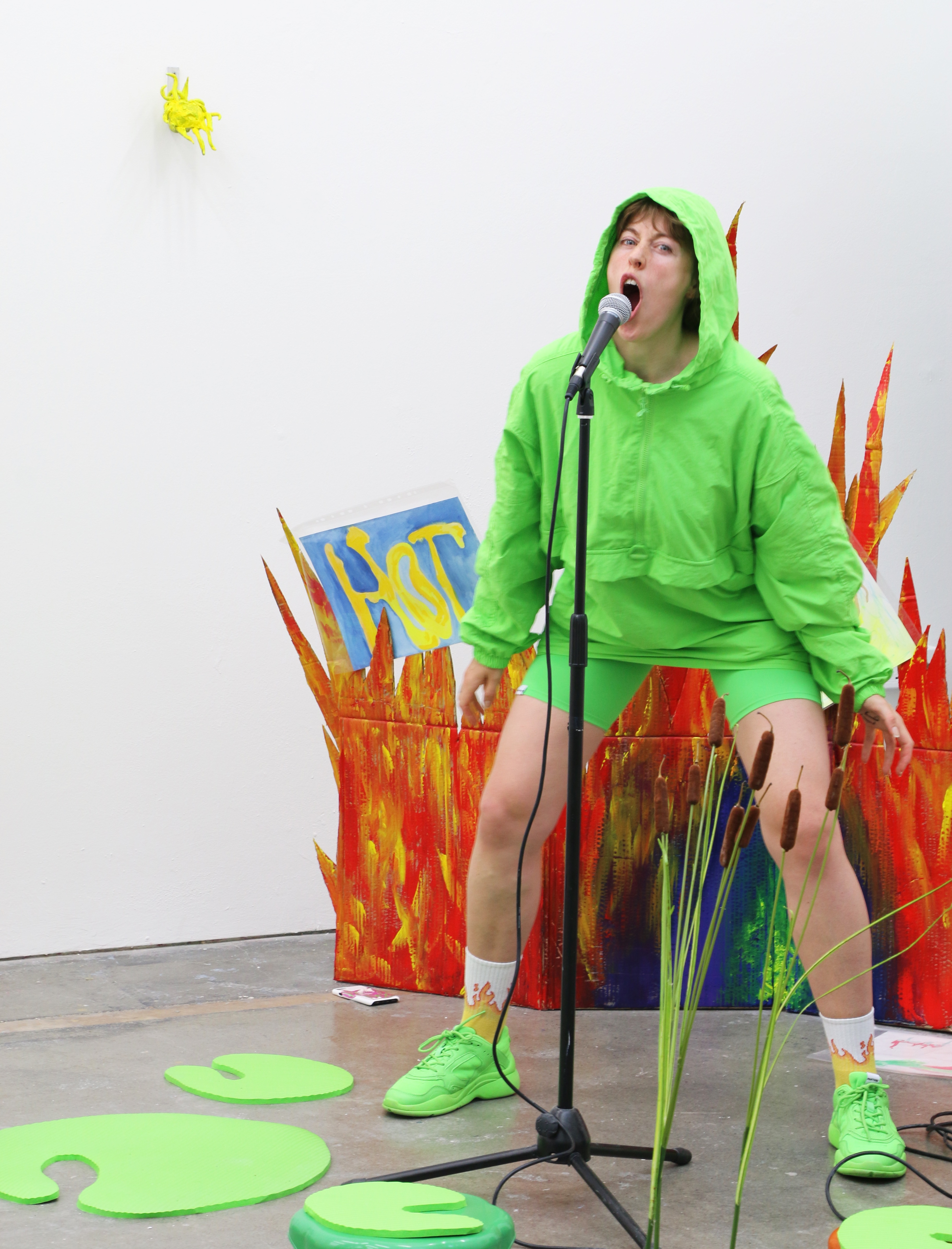 Anna Frijstein, HoPPy DaZe_Boiling Frog Syndrome_live, 2019, Performance shot, by Alexander Robertson