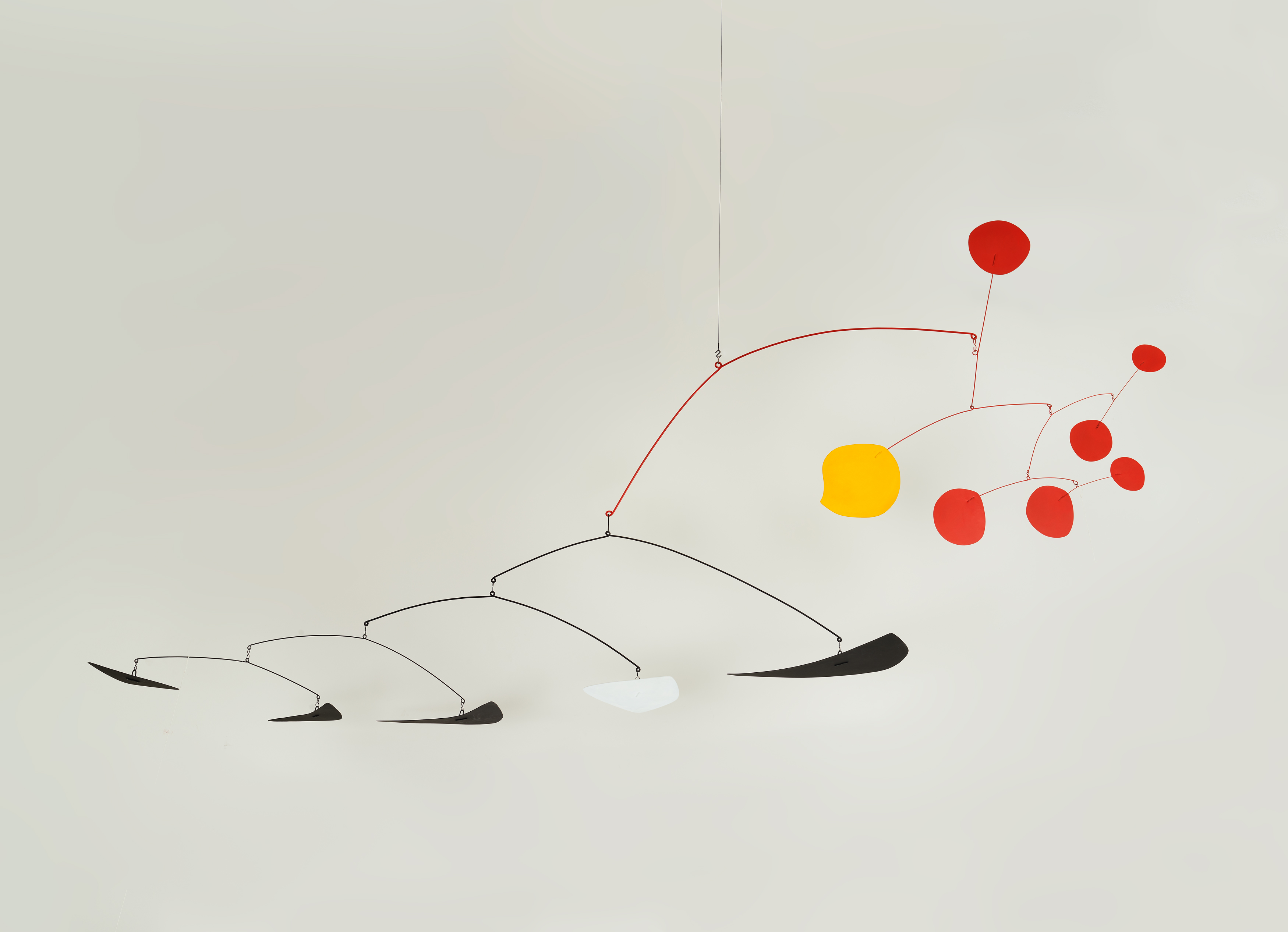 Alexander Calder. Guava, 1955 © 2019 Calder Foundation, New York / VEGAP, Santander. Photo: Tom Powel Imaging
