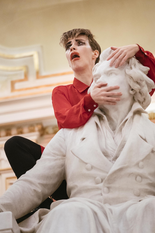 Jule Flierl, Dissociation Study, 2019. Performance at Congress Graz. Photo by Clara Wildberger