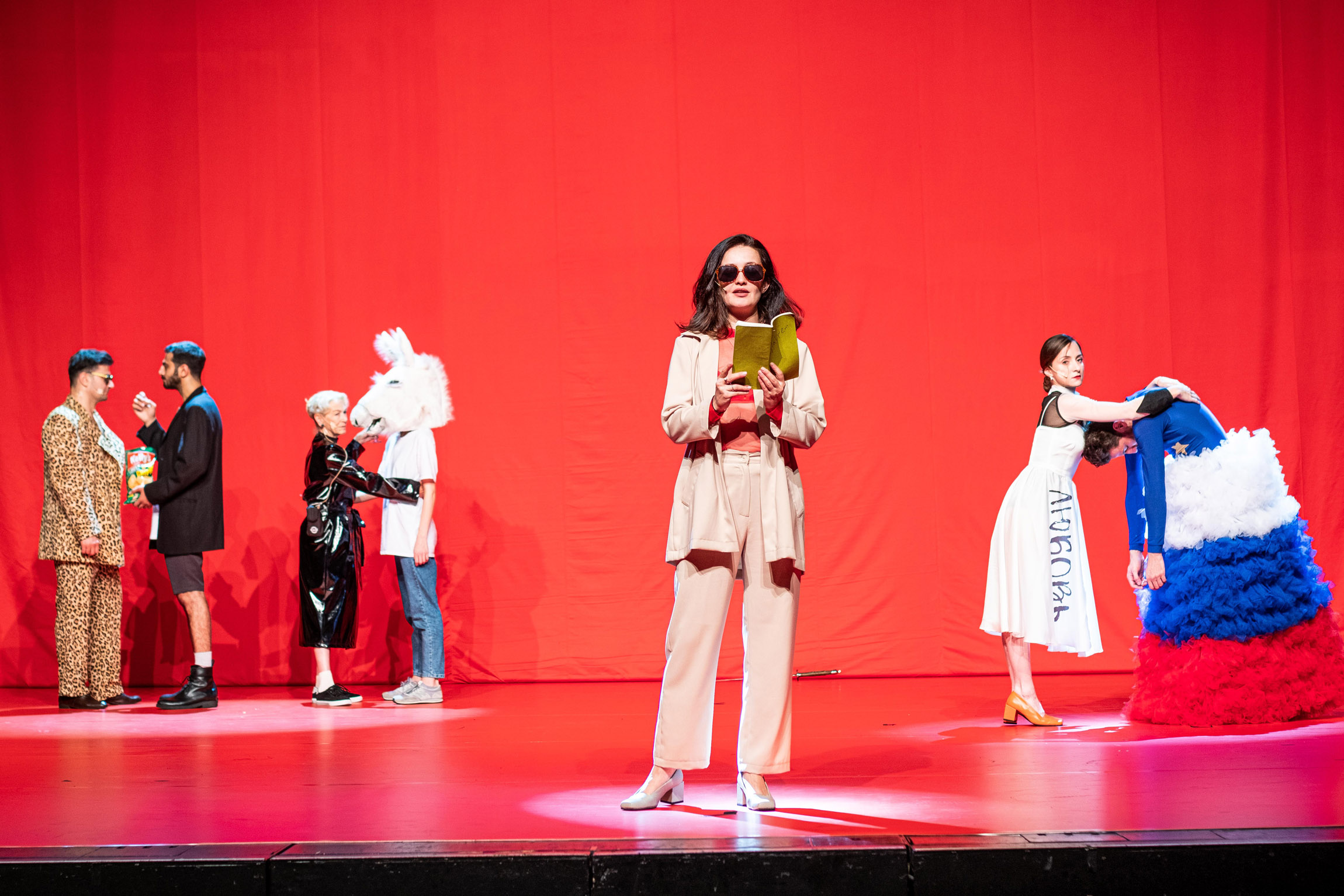 Keti Chukhrov / Guram Matskhonashvili, Global Congress of Post-Prostitution, 2019. Performance, Orpheum Graz. Photo by Mathias Völzke