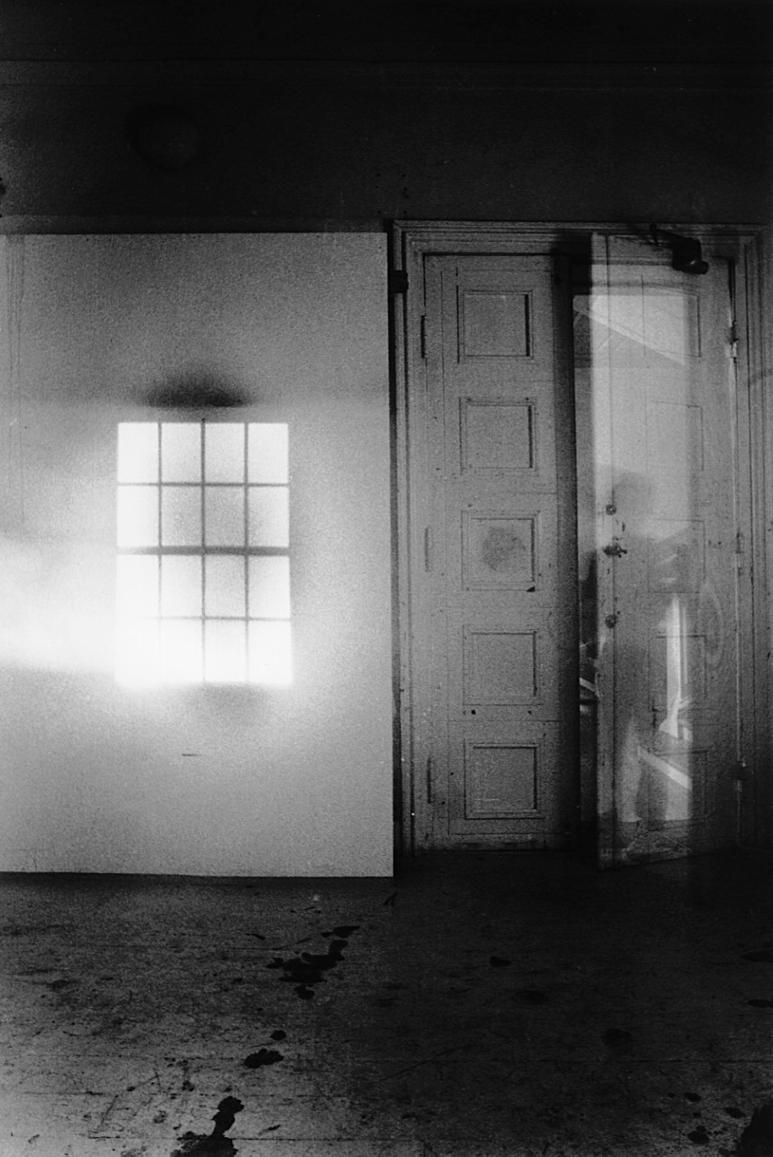 Olafur Eliasson, Window projection, 1990. Photo: Olafur Eliasson the artist; neugerriemschneider, Berlin; Tanya Bonakdar Gallery, New York / Los Angeles © 1990 Olafur Eliasson