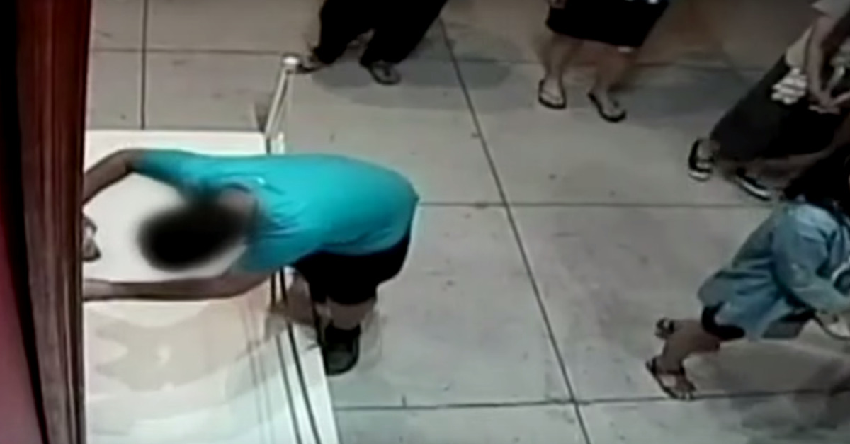 Screenshot of the 12-year-old boy who fell and punched a hole in a painting in a museum in Taiwan in 2015